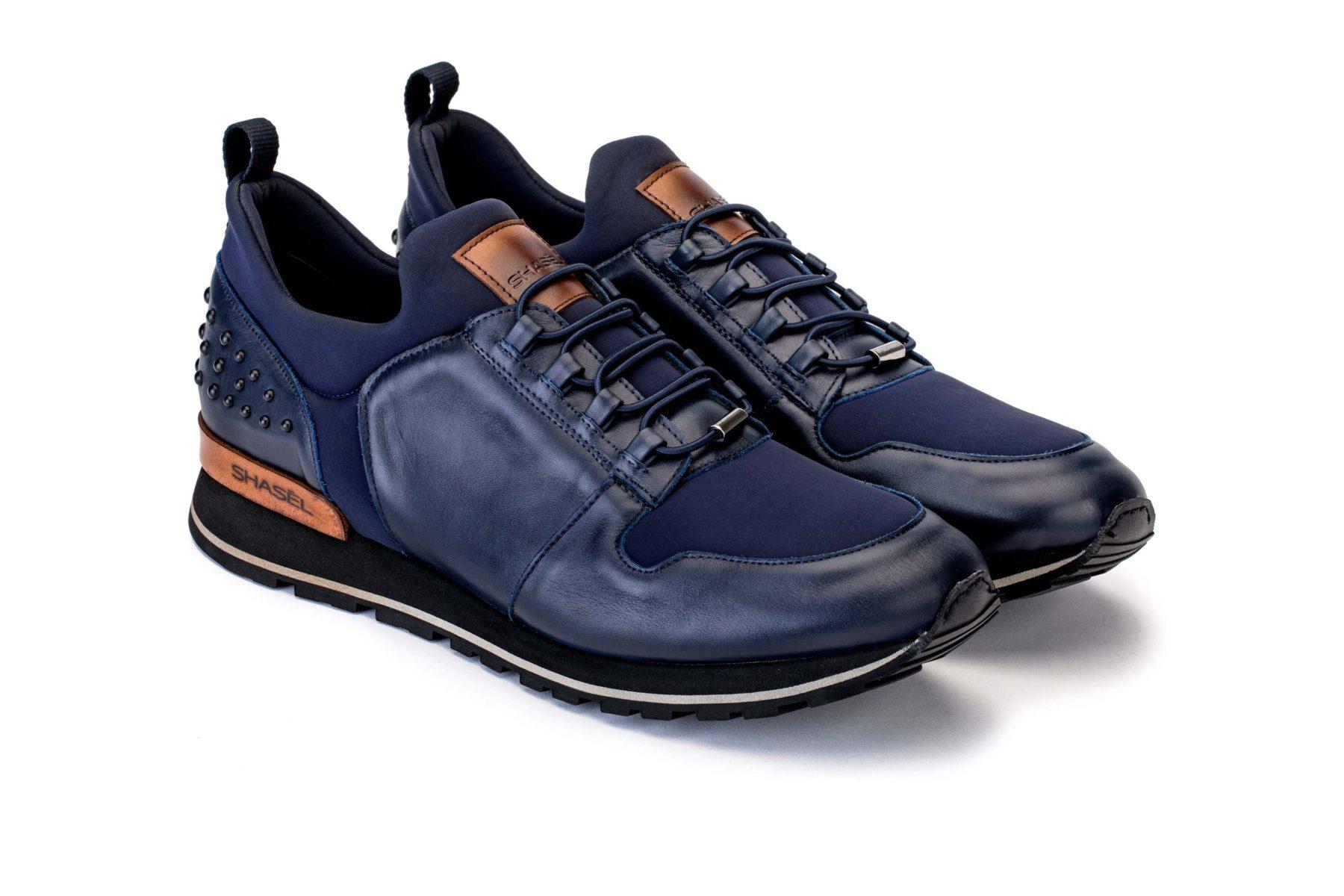 Xan es un «sneaker» fabricado con cuero